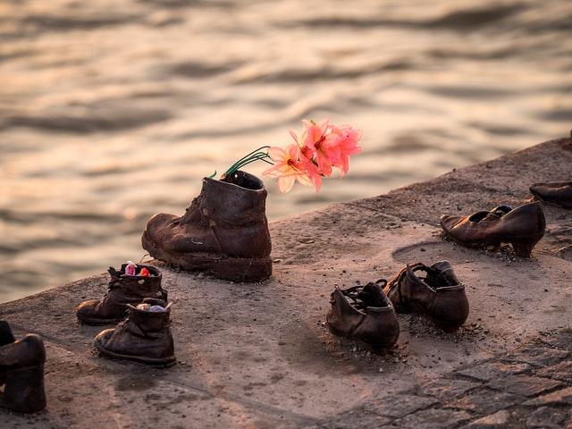 أحذية نهر الدّانوب