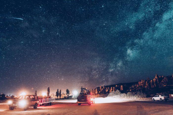صور سفر، المعالم السياحية في تركيا التخييم في الخارج، الليل في كابادوكيا