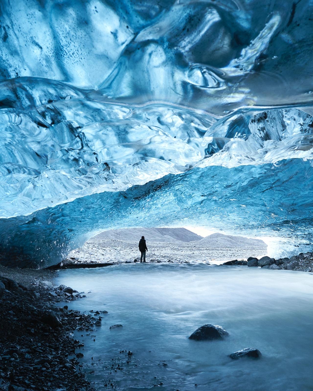 كهف فاتنايوكول الجليدي